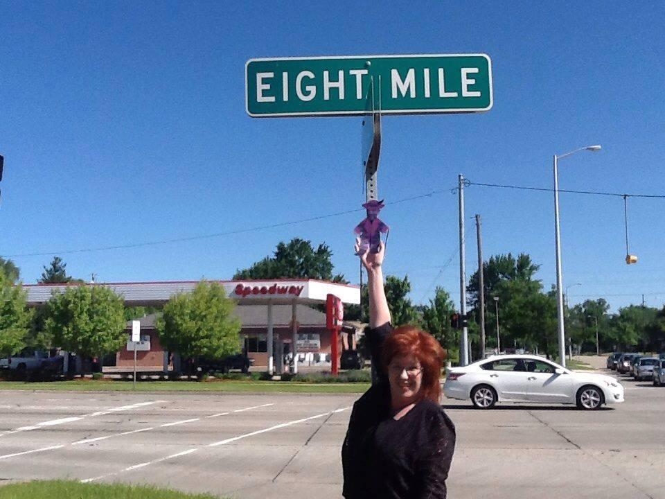Mini Ben at Eight Mile Road, Detroit